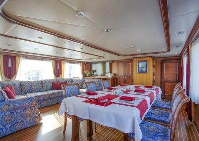 Passengers' lounge on the Guberniya yacht